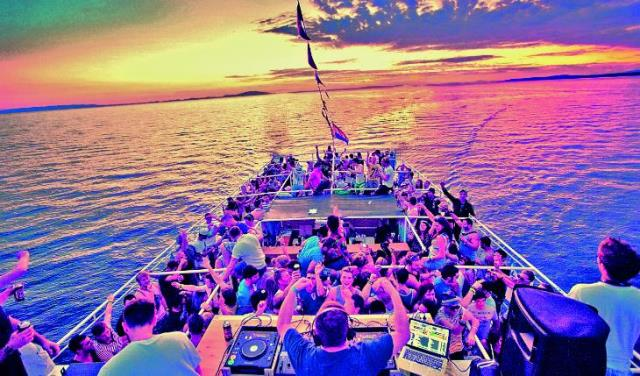 the boat party Reviews on birthday boat party in new york, ny - hornblower cruises & events, classic harbor line, narwhal yacht charters, bateaux new york, empire cruises, yachts for all seasons, ny boat charter- royal princess yacht, supermix entertainment.
